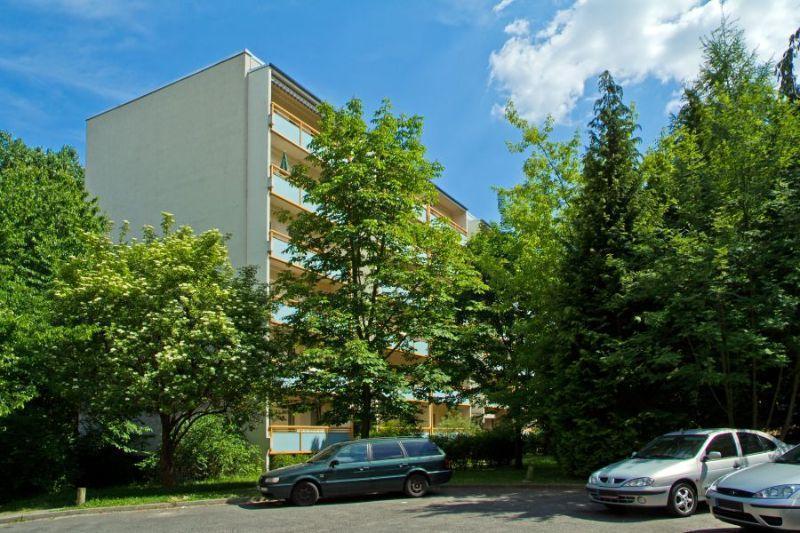 200 AUSSENANSICHTEN -- Bezugsfähige Wohnung sucht Mieter: hier können Sie ohne Kosten und Mühe direkt einziehen.