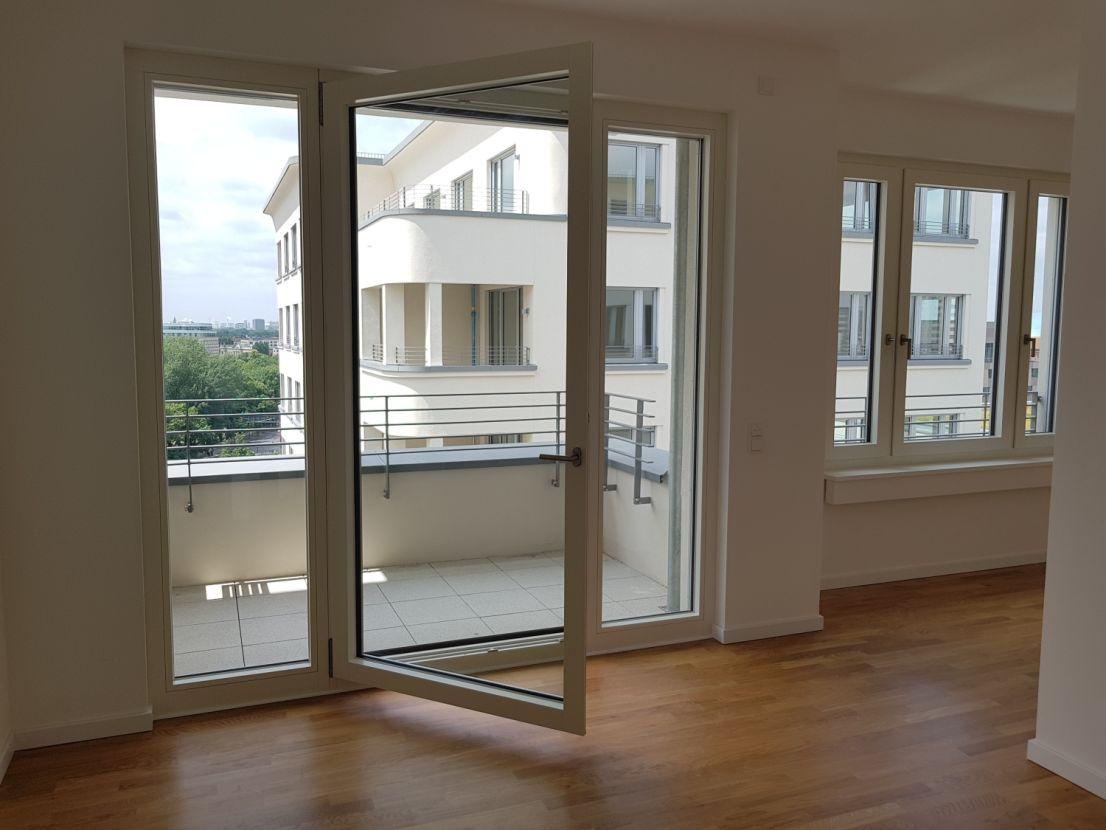 Balkon -- Erstbezug urbane zwei Zimmer Wohnung in Berlin, nahe Potsdamer Platz