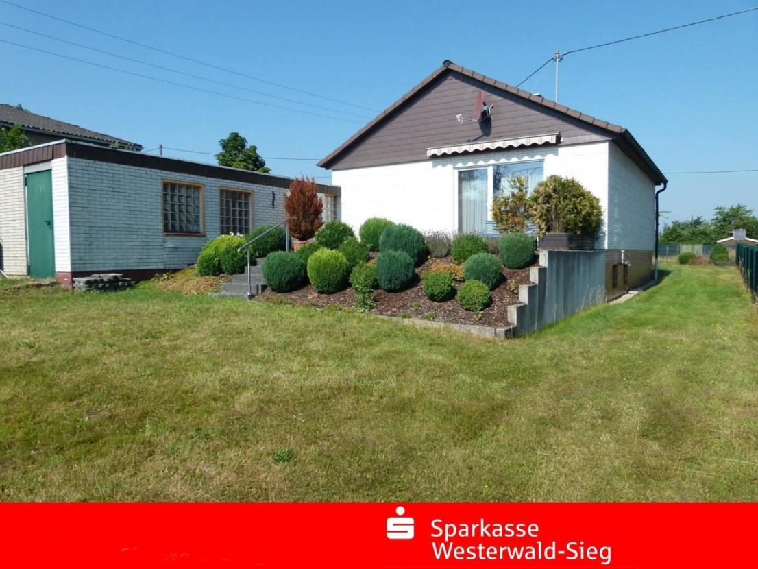 Rückansicht -- Gemütlicher Bungalow mit großem Garten in ruhiger Lage Nähe Hamm-Sieg