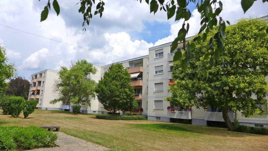 Ansicht -- FREI! - Komplett renovierte 3-Zimmerwohnung mit Einbauküche, Balkon und Stellplatz in Oberreut