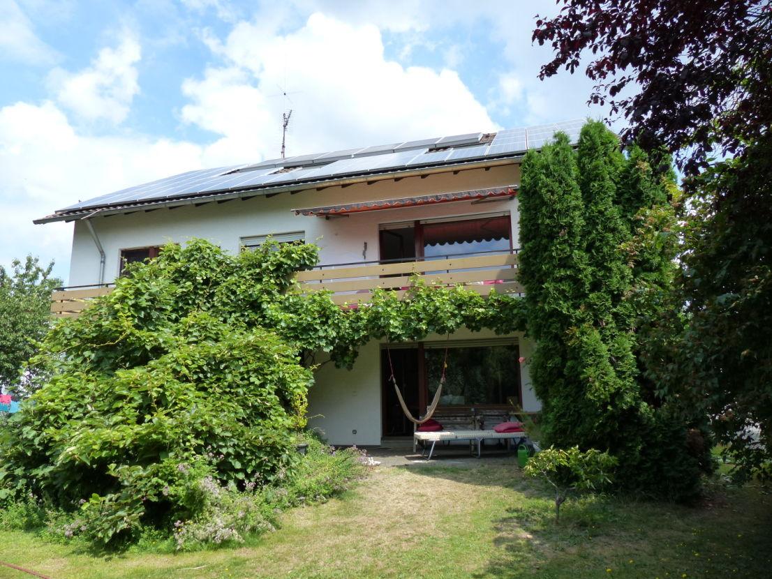 Ansicht Garten-Seite 1 -- Schönes 3-Parteien-Haus mit großem Garten in Karlsruhe Daxlanden