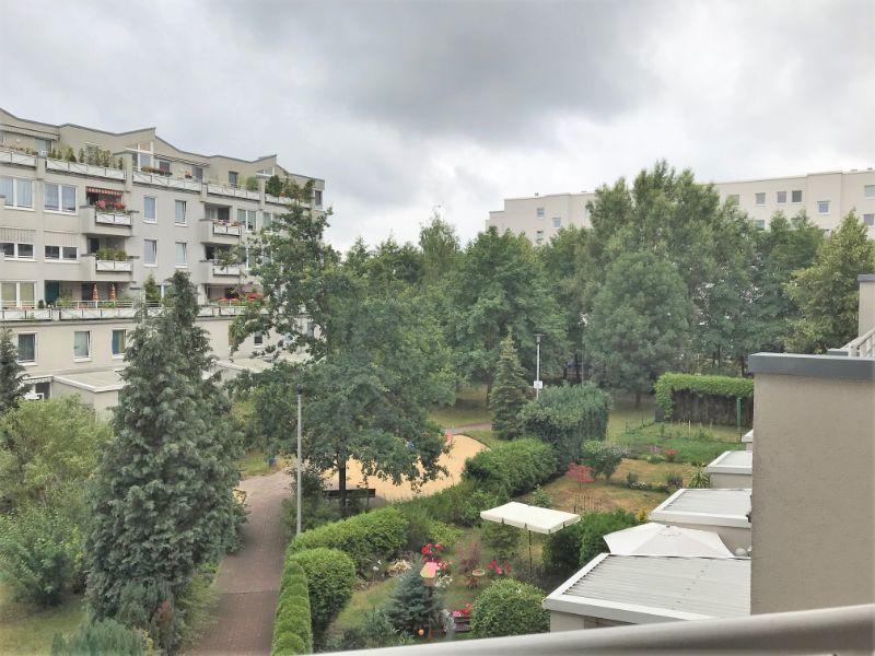 Innenhof -- Schöne 2-Zimmer-Wohnung mit Loggia