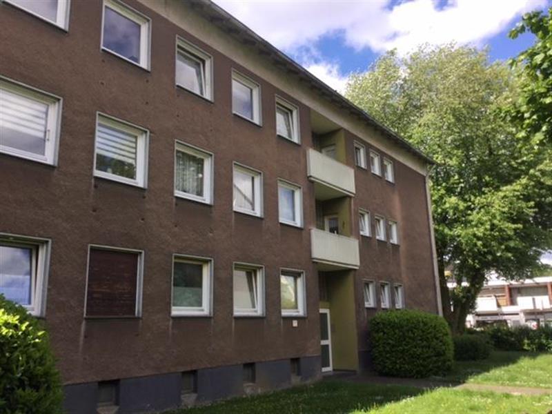 200 AUSSENANSICHTEN -- Geräumige 2-Zimmerwohnung inkl. Einbauküche in Stadtnähe zu vermieten.