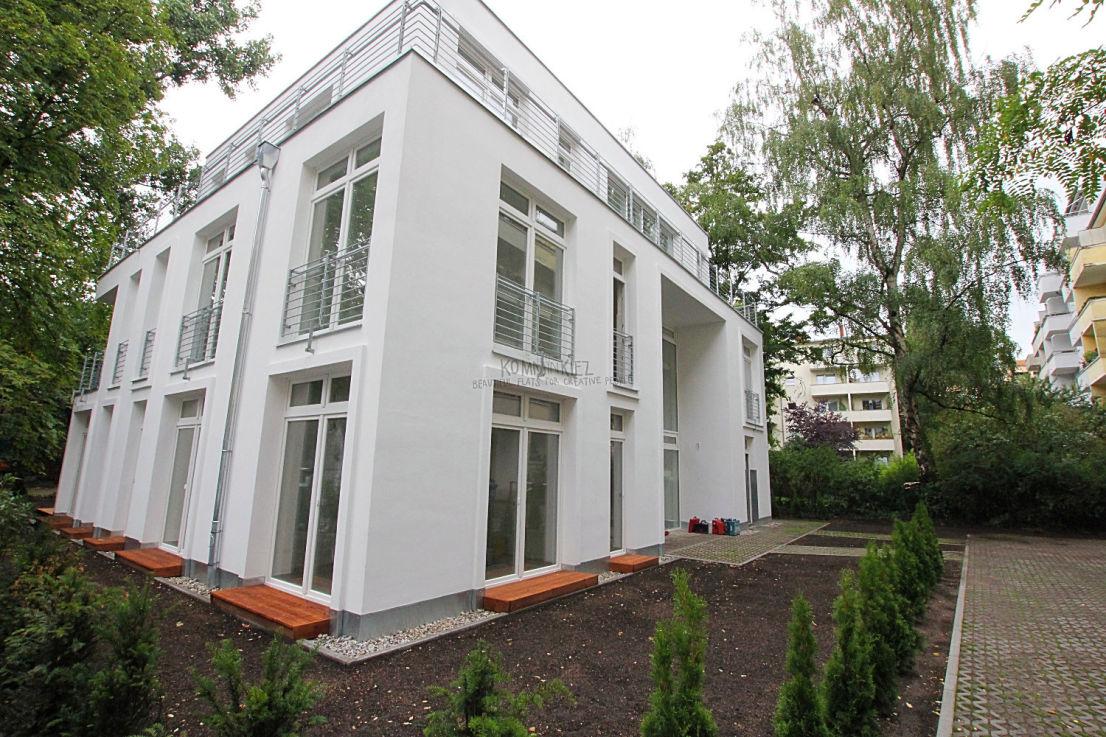 Hausansicht -- MONTAG 18.00 UHR: Ein Traum wird wahr - neues Gartenhaus nahe Deutsche Oper