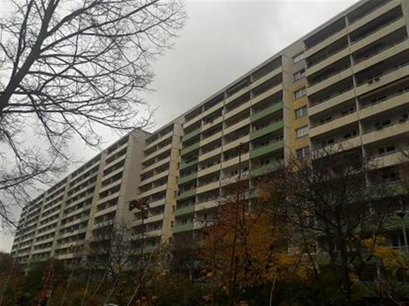 200 AUSSENANSICHTEN -- Großzügige 3-Zimmer-Wohnung frisch renoviert mit tollem Ausblick