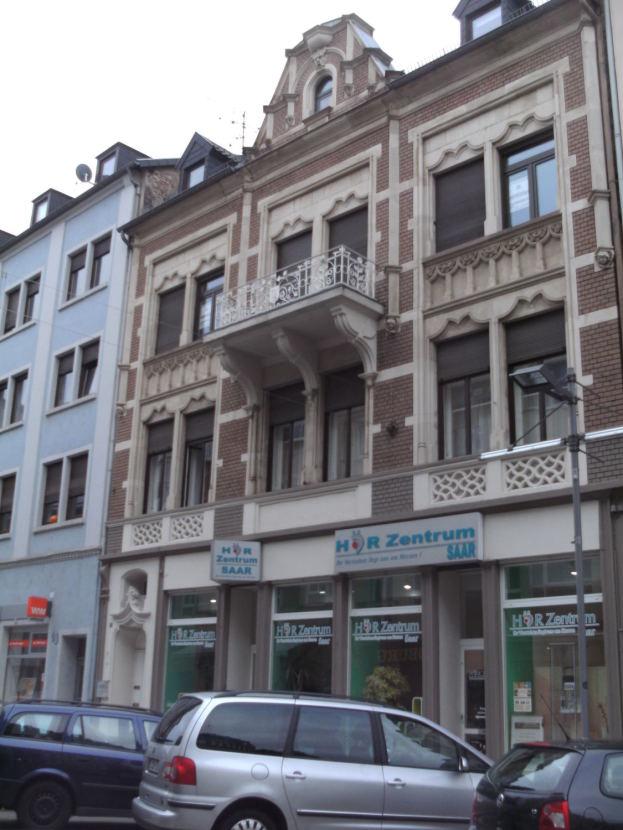Aussenansicht -- grosse 7 Zimmer Wohnung stadtnah