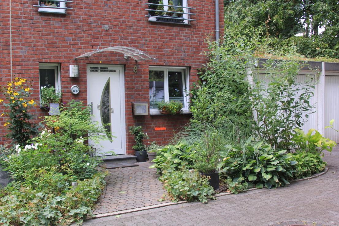 Hausansicht -- Modern und neuwertig! Reiheneckhaus mit Terrasse, Garten, Garage und Stellplatz in Marl