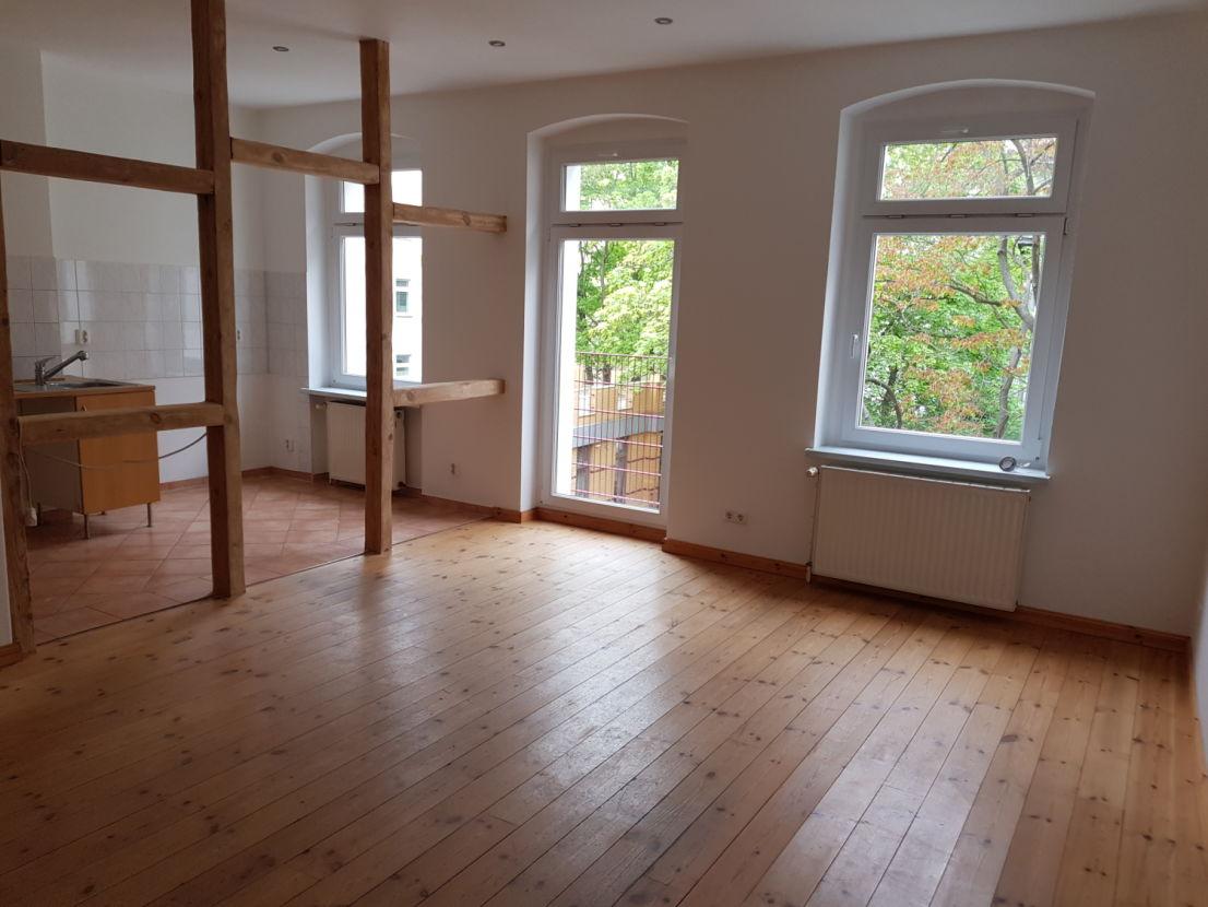 Wohnzimmer -- Freundliche 4-Zimmer-Wohnung in Mitte, Berlin befristet