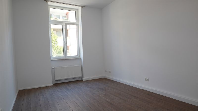 Zimmer 1 -- Refurbished 3-room apartment in a very beautiful location for rent! First time u