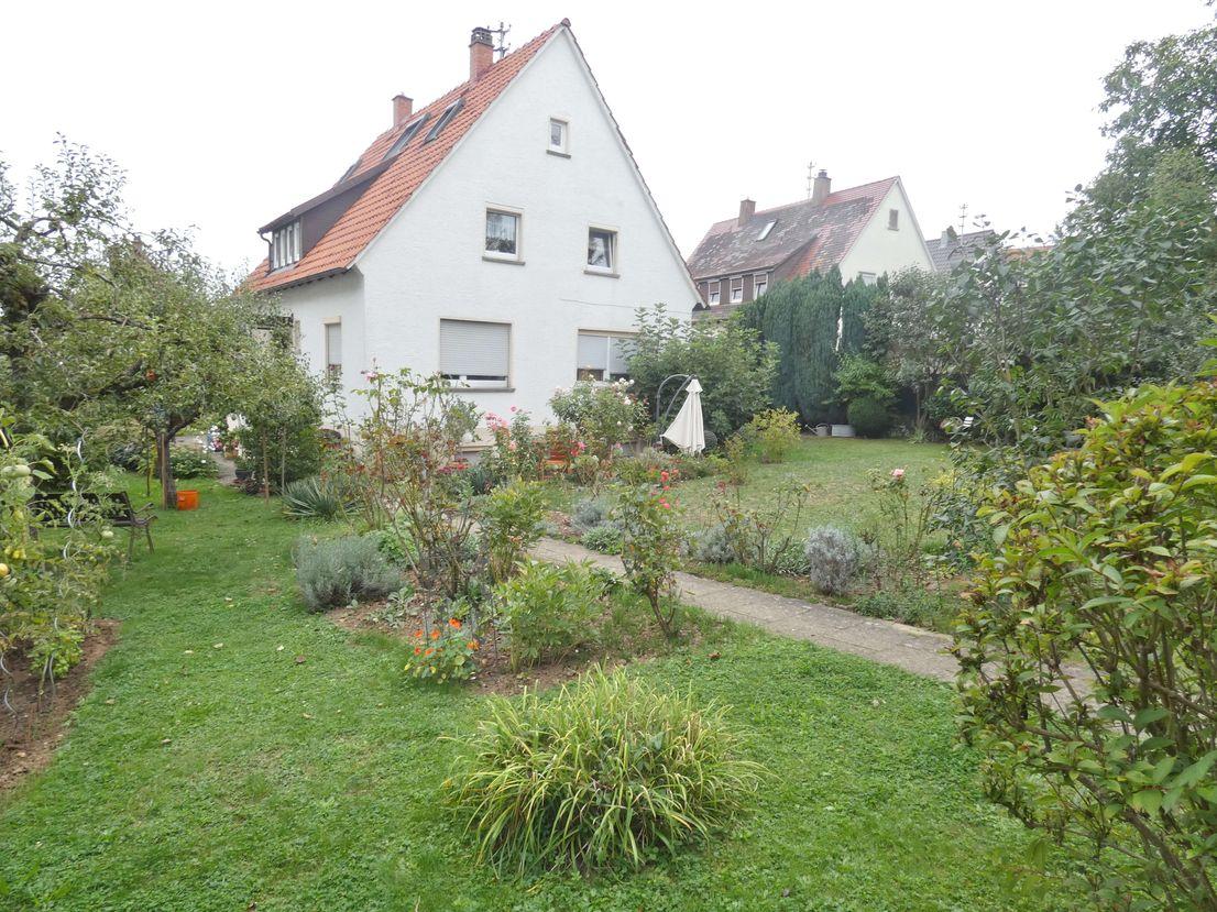 Rückansicht mit Gartenbereich -- 726 m² großes Baugrundstück für Mehrfamilienhaus