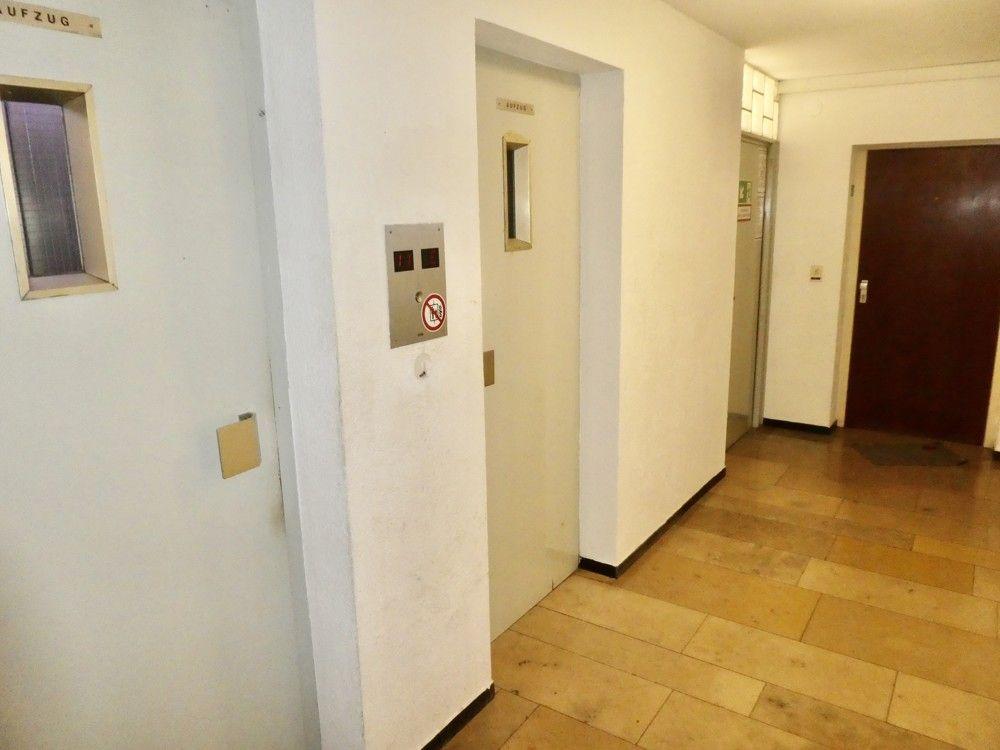 Flur -- Kleine Wohnung mit Aussicht nahe der Uniklinik!