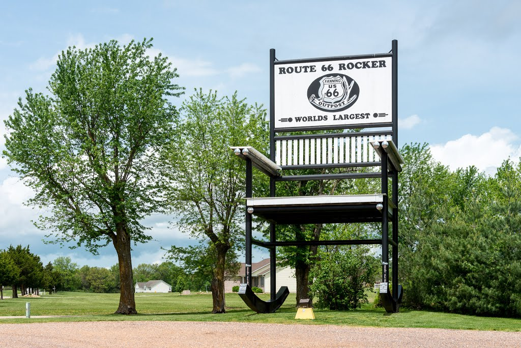 Brilliant Historic Route 66 Worlds Largest Rocking Chair At Fanning Alphanode Cool Chair Designs And Ideas Alphanodeonline