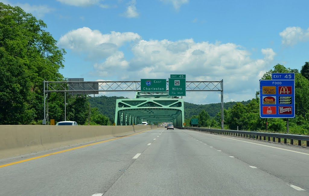 Approaching the Kanawha River Bridge on Interstate 64, Eastbound