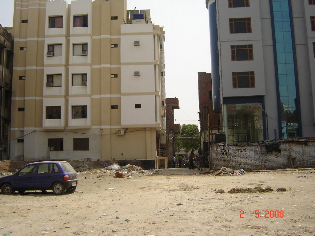 Haathi Khaana Property 3400 Sq Yards, 20 metres from Golden Temple