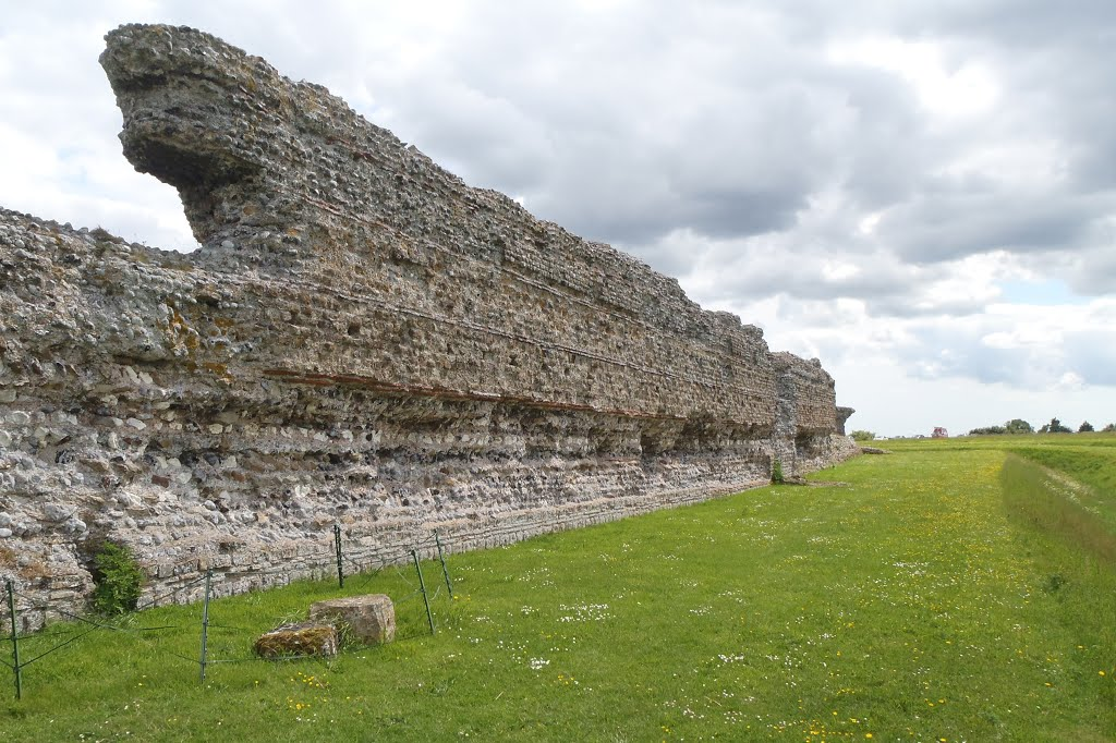 Rochester Roman fort outer walls