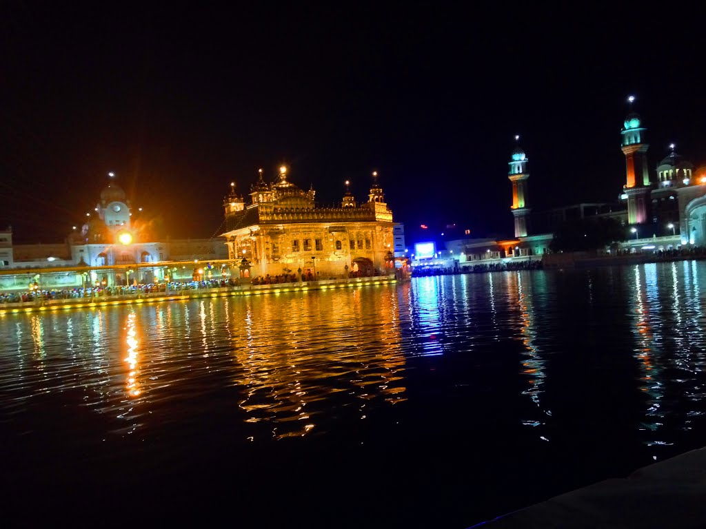 @MOBILE GOLDEN TEMPLE AT NIGHT