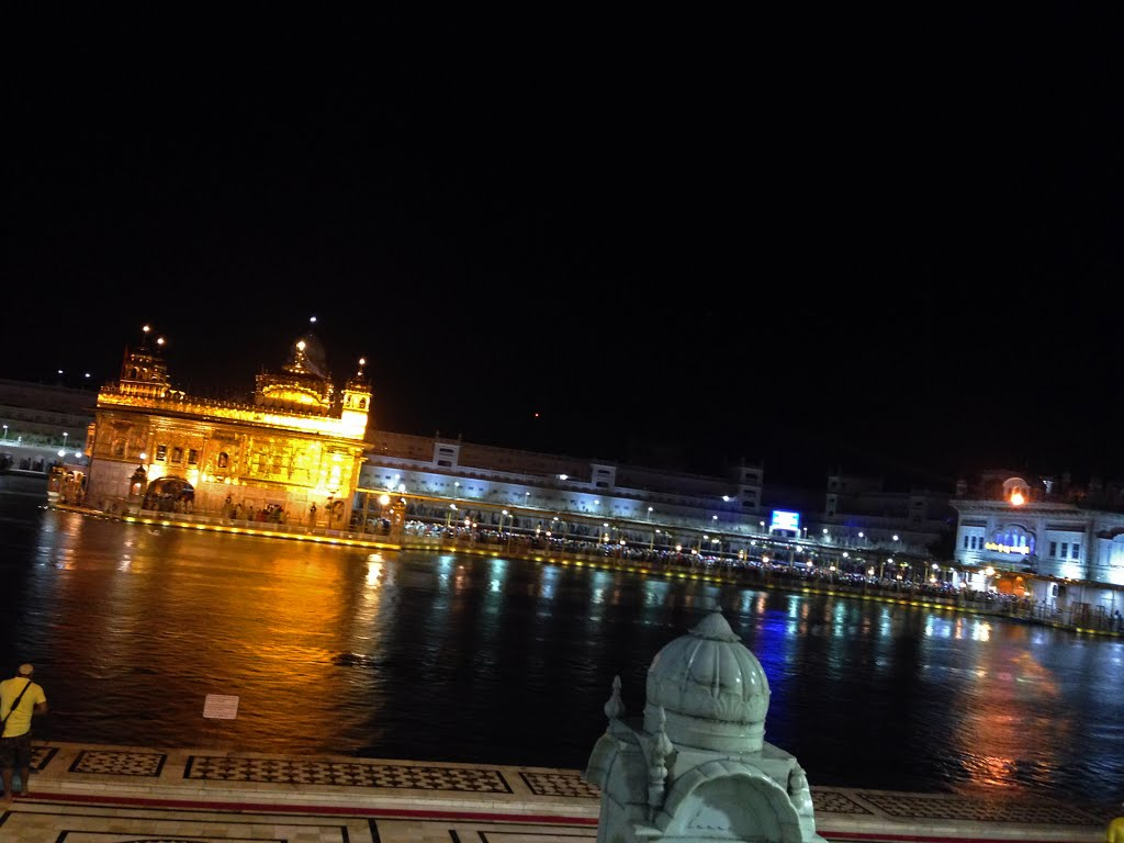 @MOBILE NIGHT VIEW OF GOLDENTEMPLE