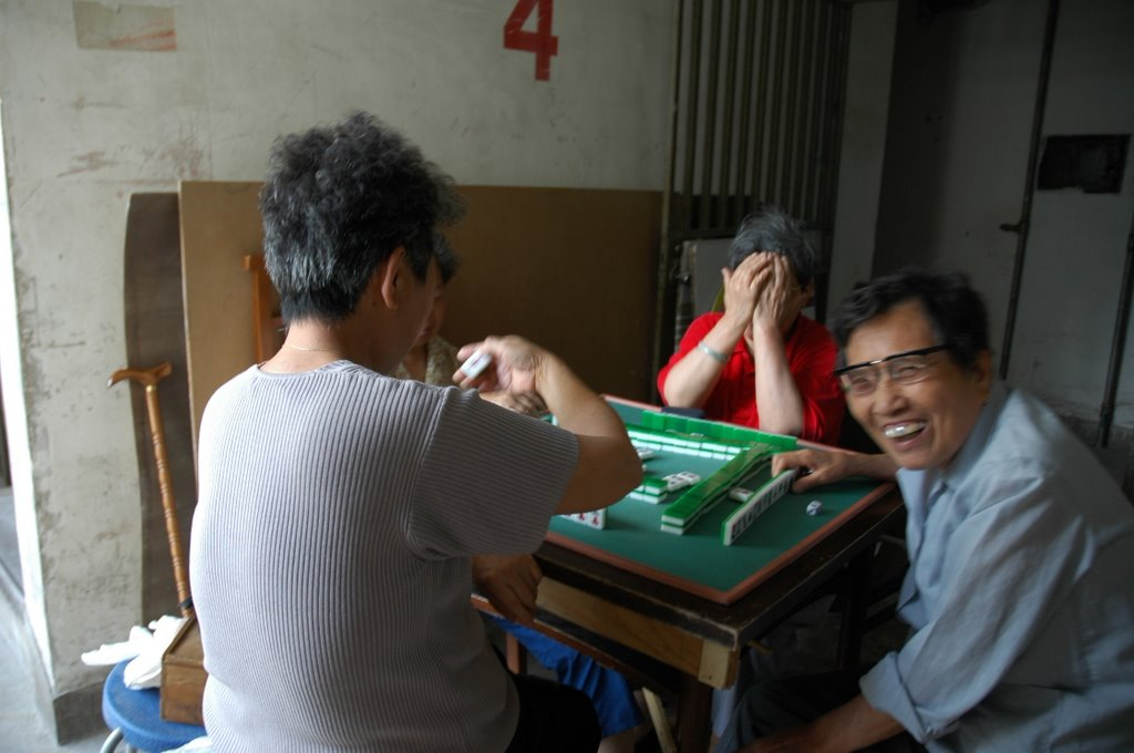 Old women playing Magio