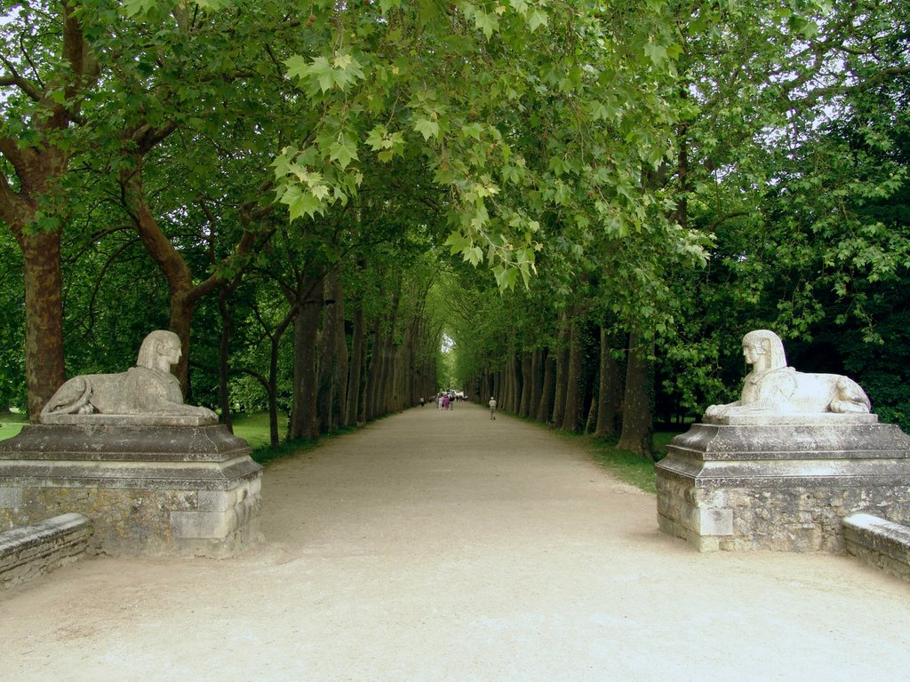 sphinxes at the entrance of - Chateau de Chenonceau