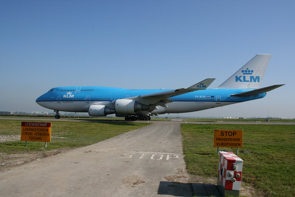 Taxi to runway 36L