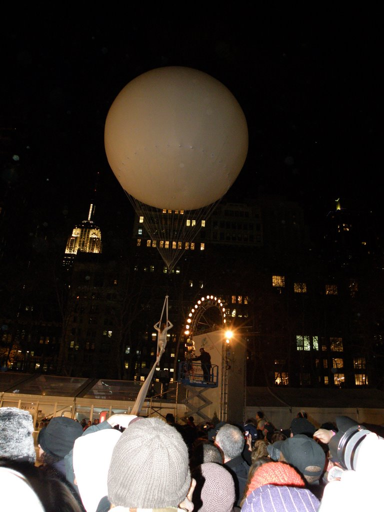 Naked Lady Performing Live On The Balloon  At The Lighting Of The Christmas Tree  In Bryant Park  , Manhattan, New York, USA.