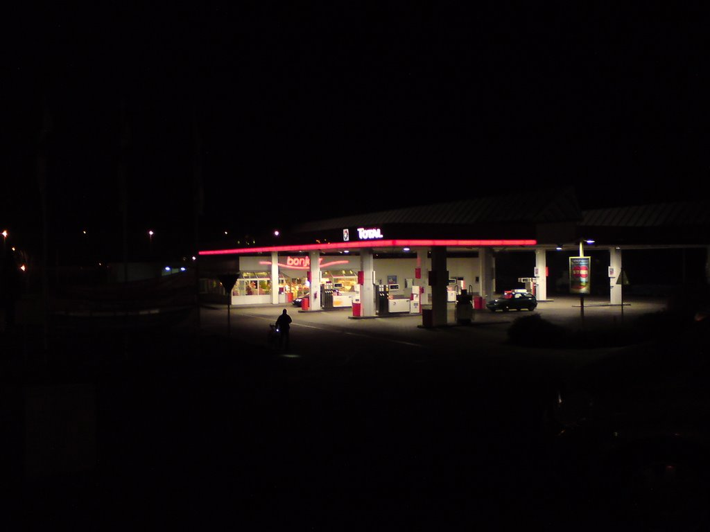 Tanke bei Nacht (Gas station at night)
