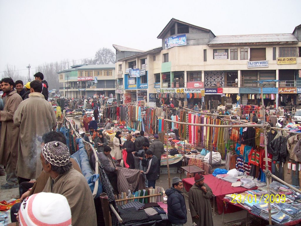 Busy market in batamaloo