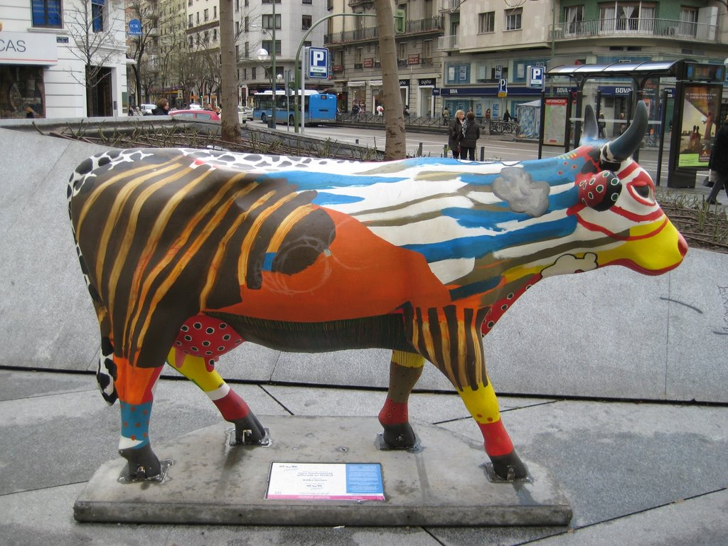 COW PARADE MADRID 2009 - 092 VACA TRASHUMANTE AFINCADA EN MADRID