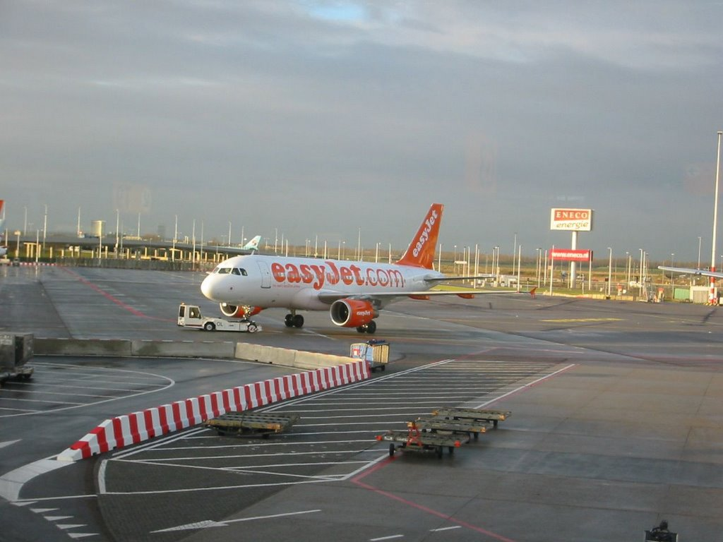 Easy Jet - Amsterdam Schiphol Airport