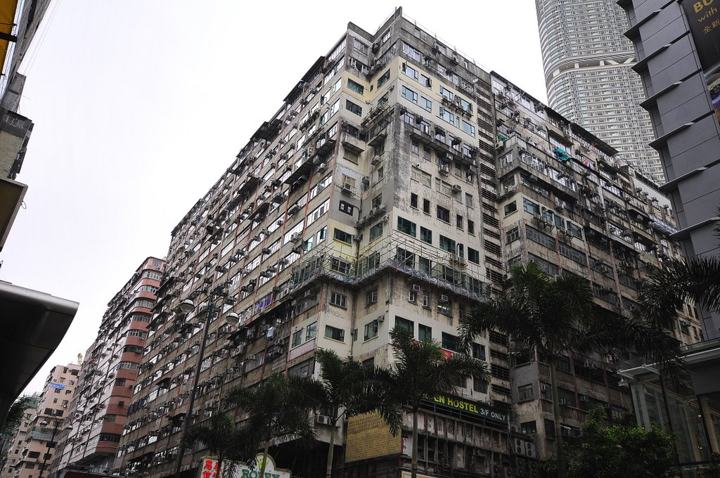 Chungking Mansions- one ugly building (by Thiago)