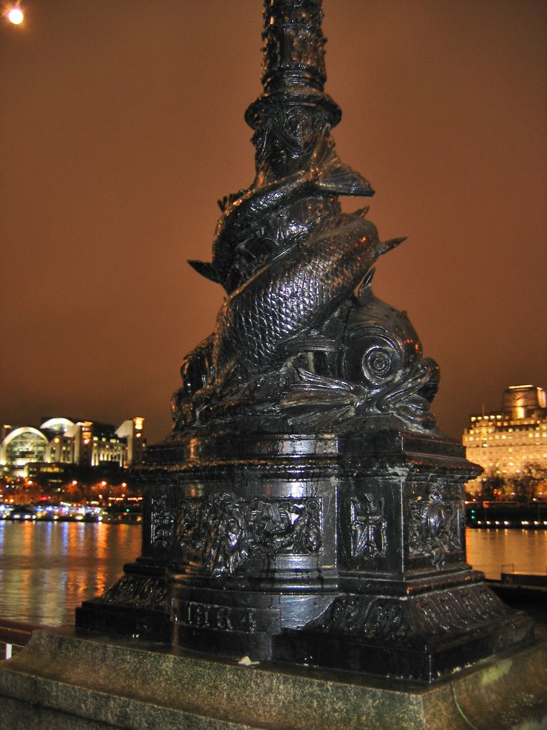 Lamp Victoria The In Post Night Decorative Embankment At Rain FKJc1uTl3
