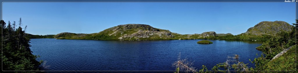 Canada-panorama-Newfoundland-Fogo island-Pilley's pond-fogo from the trail