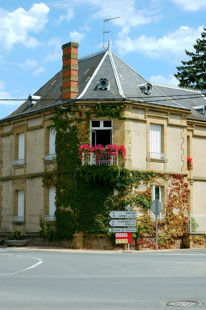 A house at the Rue de Lavoir in Meaulne, France