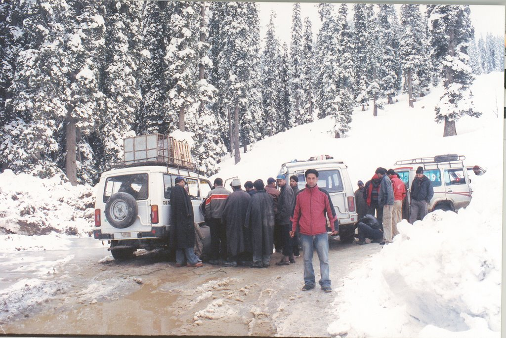 Stranded Passengers On the Karnah Road Near Sadhna Pass