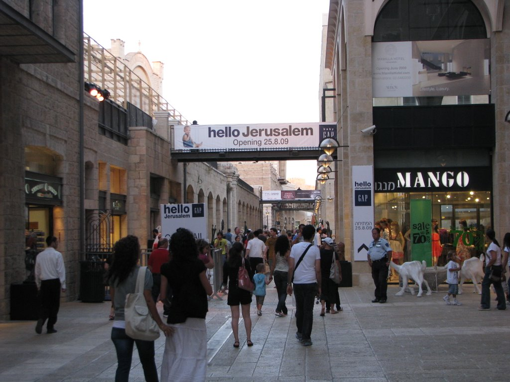The 1st Gap Store In Israel - Mamilla Ave. August 2009