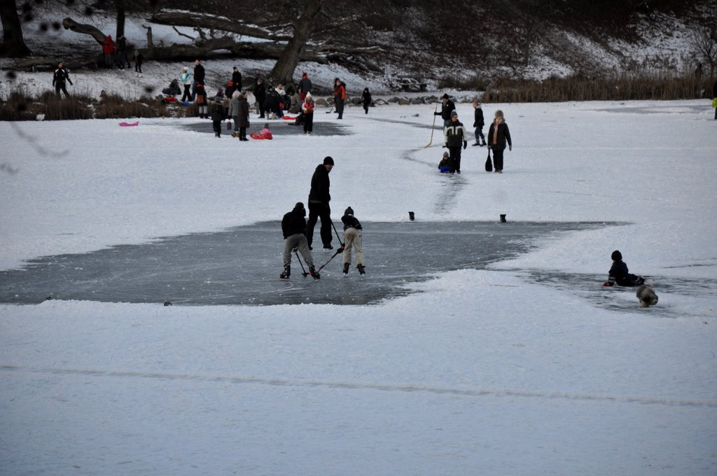 Kids playing on the Ice