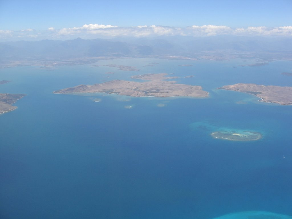 Ile Ducos with New Caledonia in background