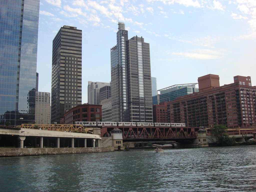 El Train crosses Chicago River