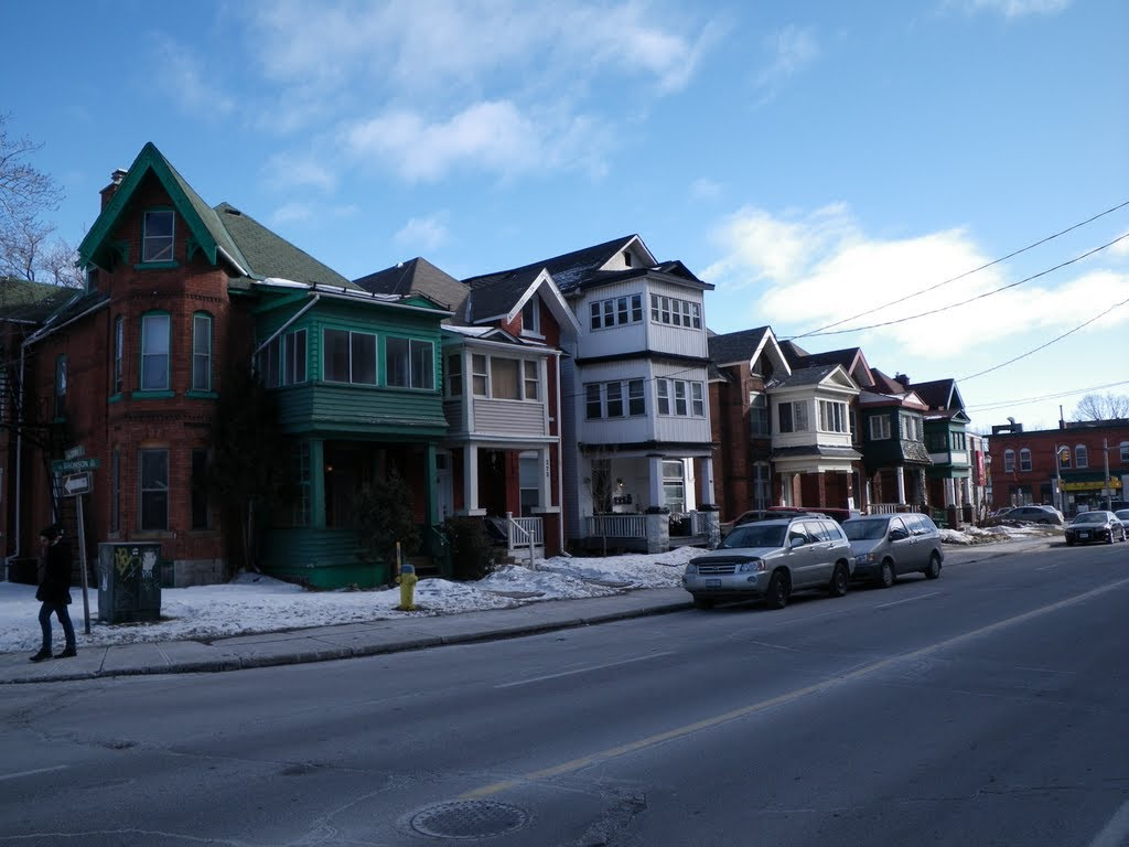Houses on the East side of Bronson, Cooper to Somerset