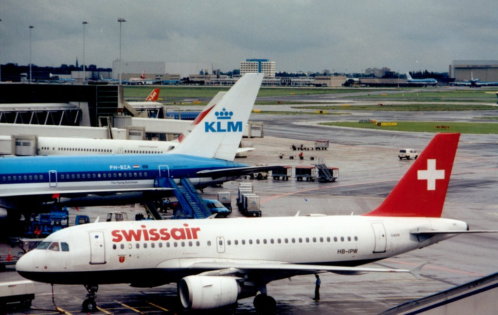 SR 319 (HB-IPW), KL 763 (PH-BZA), BA 757, BD 321, Easy Jet 733  - Schiphol (AMS) - early 2000s, Netherlands.