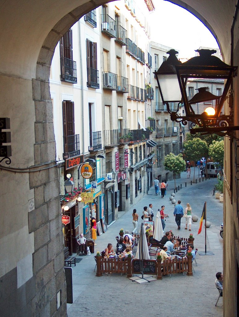 Calle de la Cava des Miguel from Plaza Mayor
