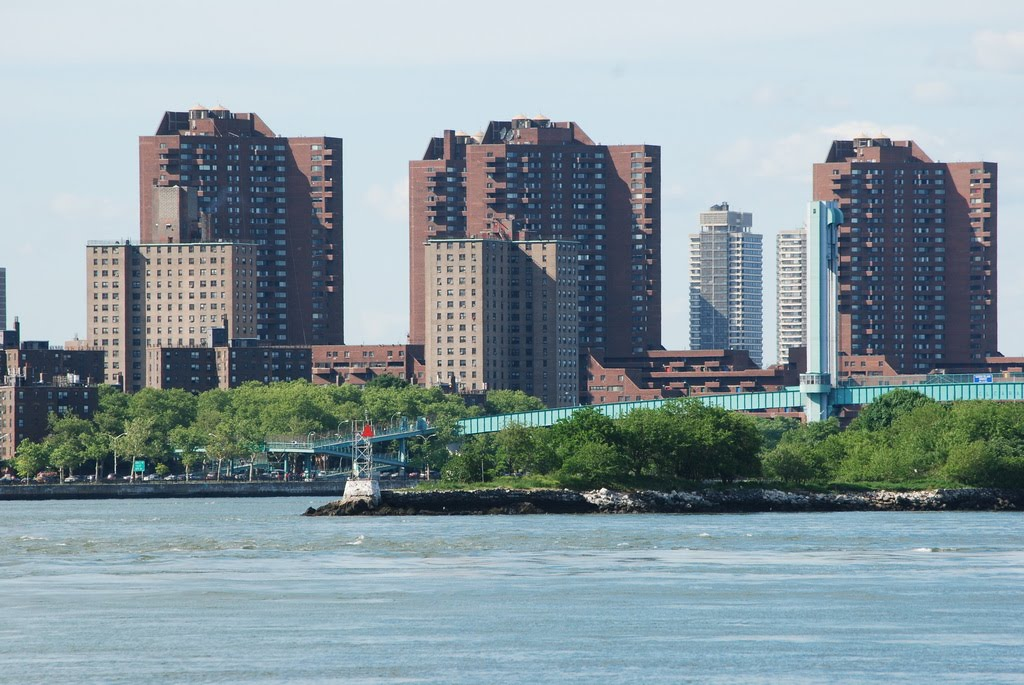 View from Lighthouse Park,  New York, Roosevelt island