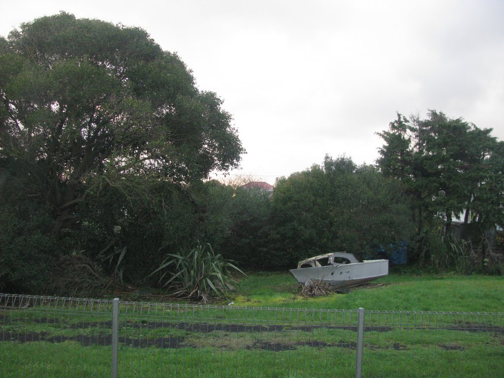 Puhinui Station - Derelict Boat