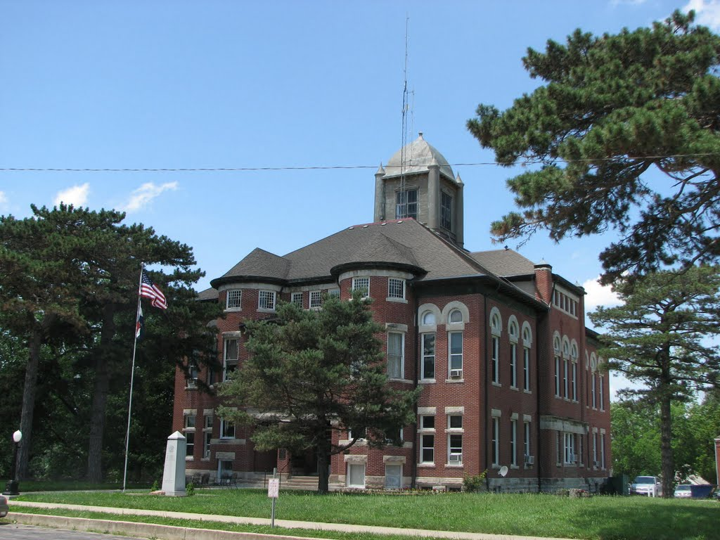 Caldwell County Courthouse in Kingston, MO