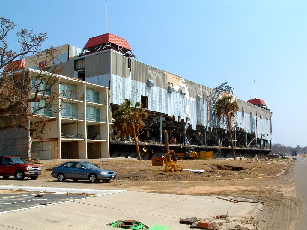 President Casino Barge On Top Of Holiday Inn Express Biloxi Ms
