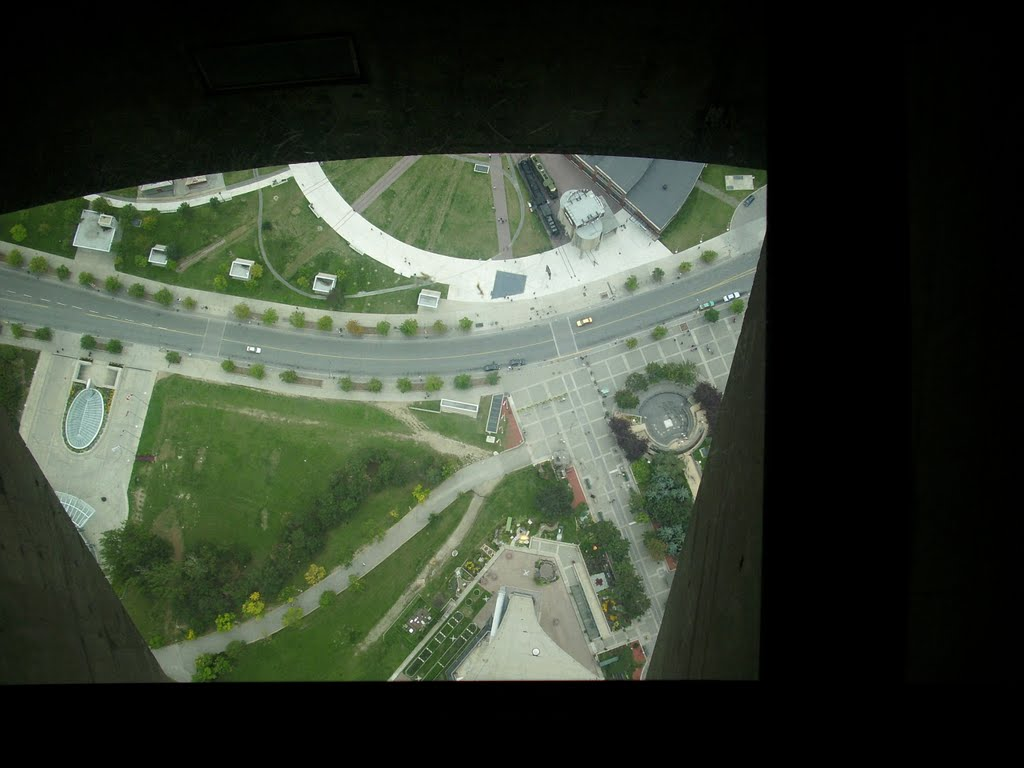 Image from CN tower glass floor | Mapio.net