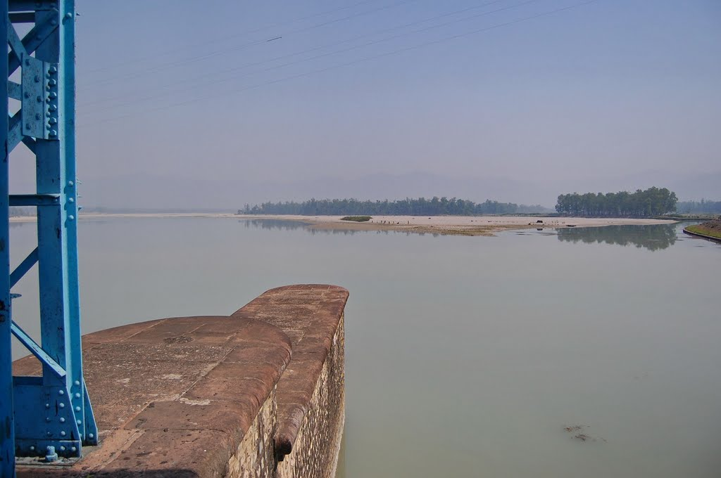 Sharda river - at the dam(India) - from Mahendranagar(Nepal) to Banbassa(India)