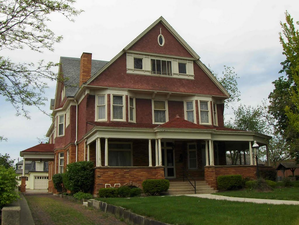 MacDonell House, Victorian Mansion, GLCT