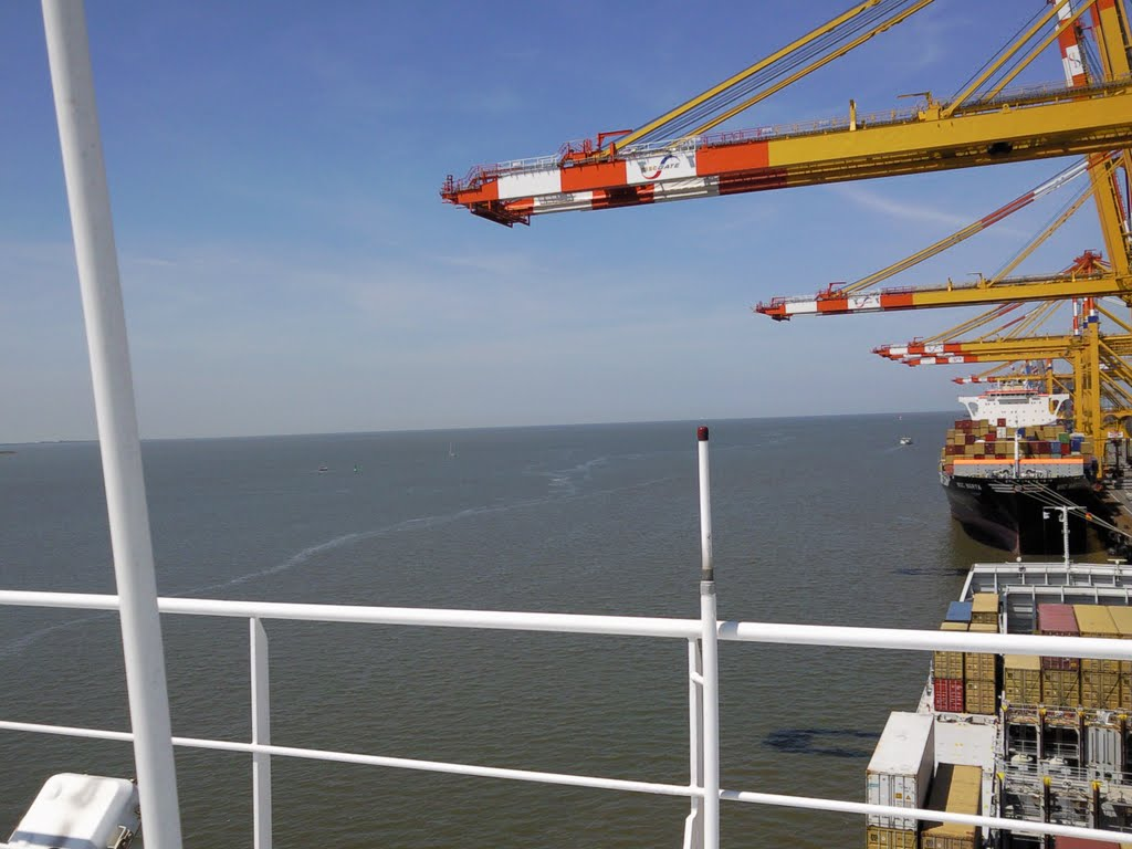 "View to the ""North Sea"" from Bremerhaven port"