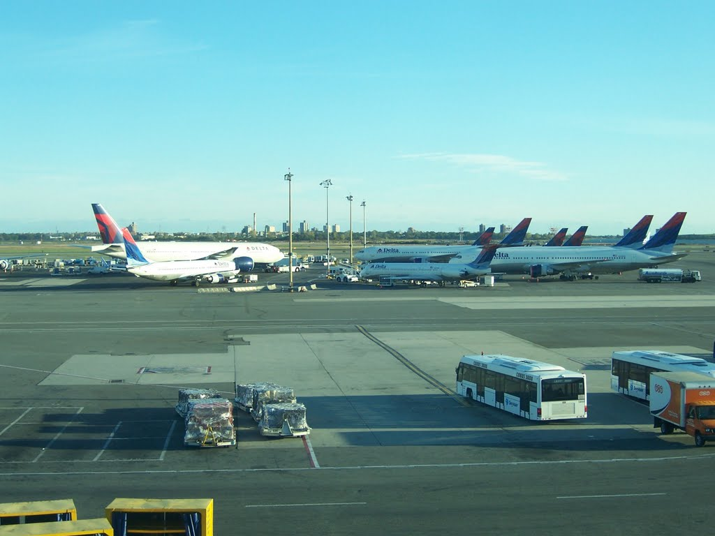 9 planes of Delta Airlines taking a rest at JFK